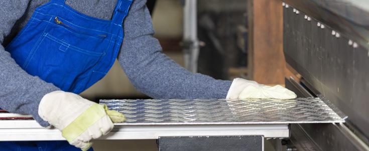 Pliage de tôle sur mesure - Services en magasin de Matériaux Anctil et Matériaux Magog